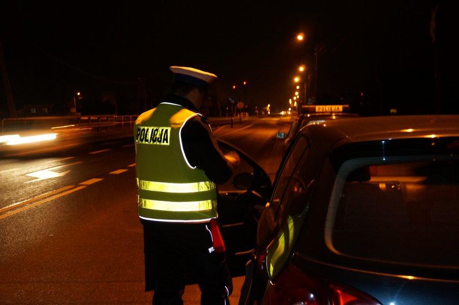 Pijana 31-latka kierowała autem. Miała prawie 2 promile.