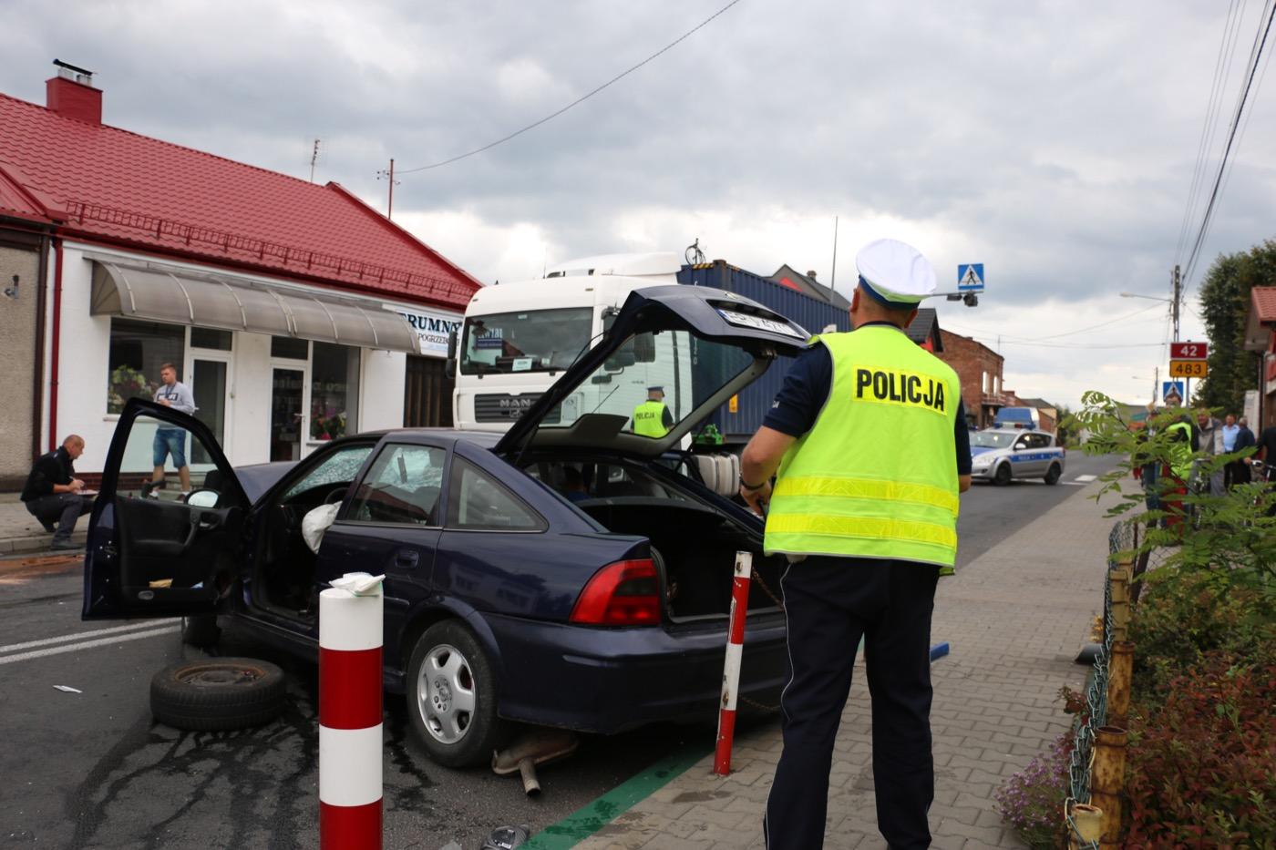 Pijany pirat spowodował wypadek na DK42 w Nowej Brzeźnicy