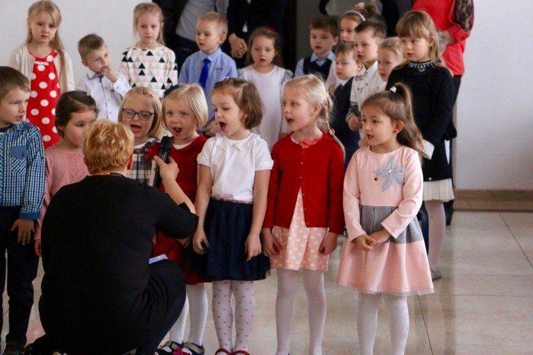 Dzieci świętowały Dzień Babci i Dziadka [WIDEO]