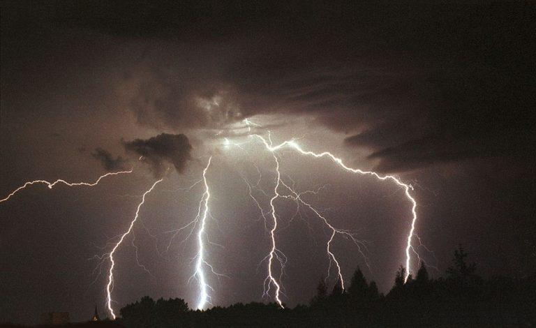Ostrzeżenie trzeciego stopnia przed burzami i silnym wiatrem!