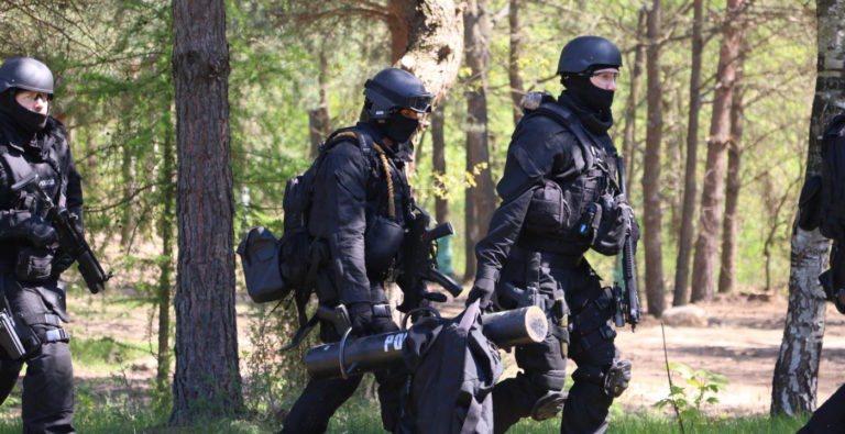 Policyjni antyterroryści odbili zakładników z rąk porywaczy [WIDEO]