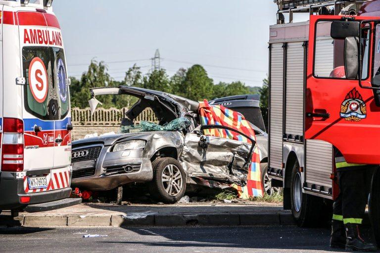 Śmiertelny wypadek na drodze. Nie żyje 18-letni pasażer Audi