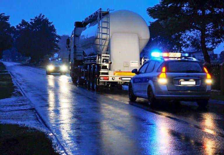 Wypadek w Rząśni. 28-letnia kobieta potrącona przez ciężarówkę