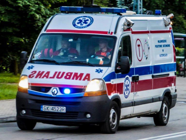 Wypadek w Raciszynie. 58-letni motorowerzysta trafił do szpitala
