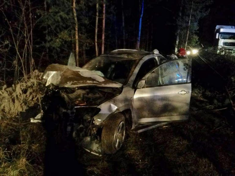 Wypadek Działoszyn – Bobrowniki. Toyota wypadła z drogi i dachowała