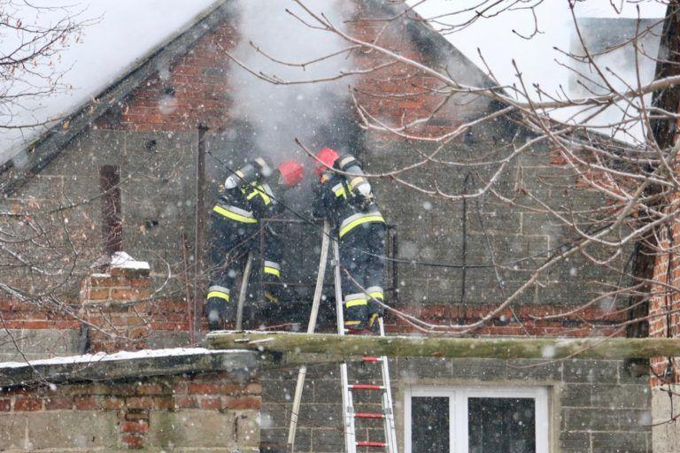 Pożar w Kolonii Zamoście. Zapalił się budynek mieszkalny