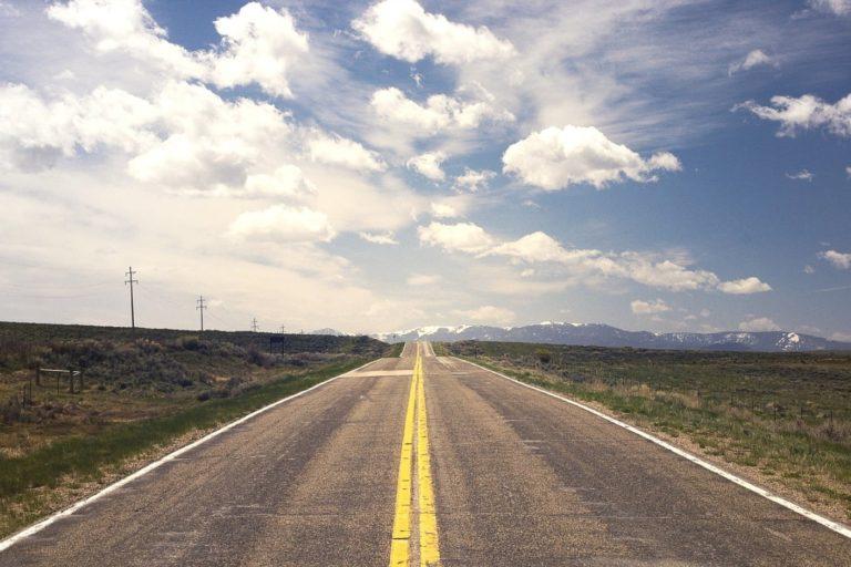 Wybierasz się w podróż? Skorzystaj z wypożyczalni samochodów!