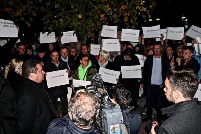 Wyborczy skandal i protest mieszkańców w Działoszynie