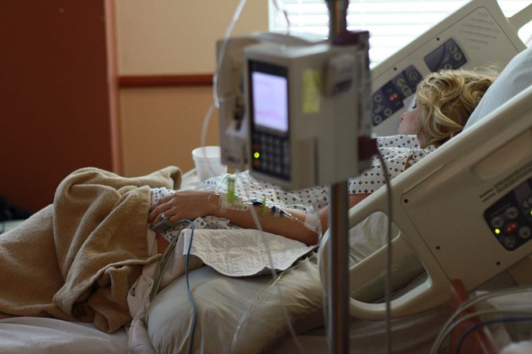 Przekształcenia oddziałów w szpitalach covidowych