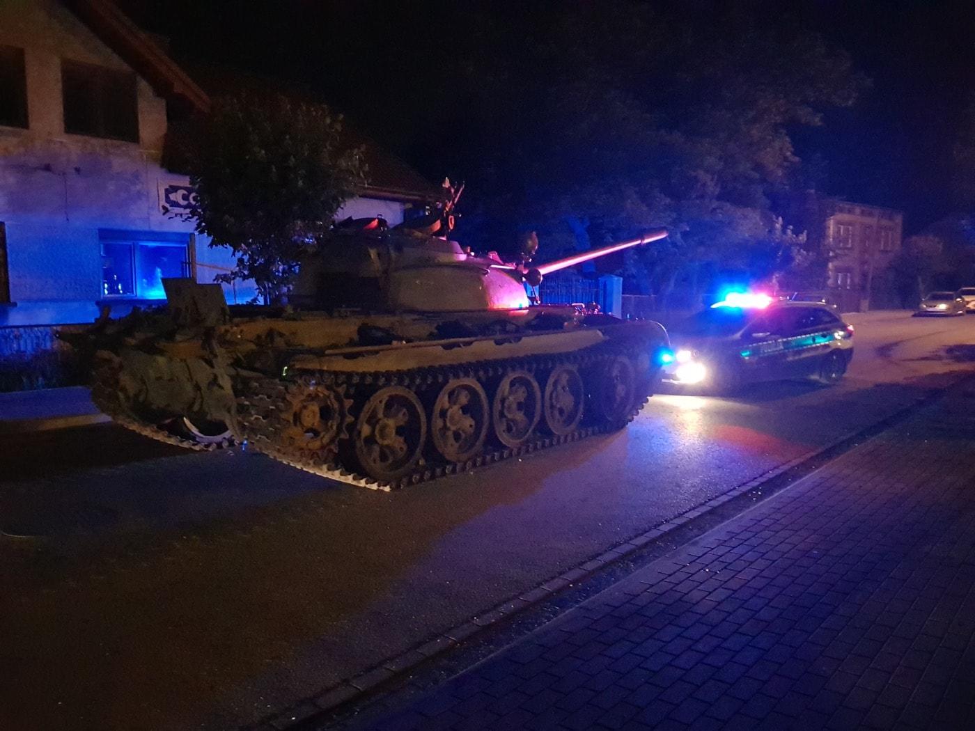 Opitý Poliak jazdil v meste s tankom: Hrozí mu 8 rokov väzenia