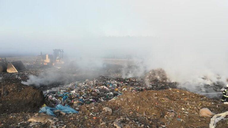 Pożar na terenie składowiska śmieci
