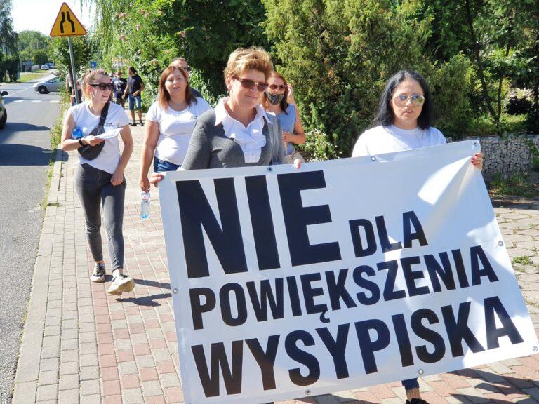 Mieszkańcy protestowali przeciw powiększeniu wysypiska śmieci