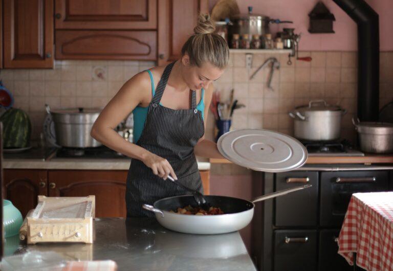 Jakie patelnie warto mieć w swojej kuchni? Radzimy!
