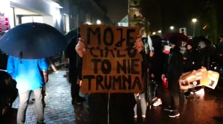 """Tłumy na """"Strajku kobiet"""" w Pajęcznie"""
