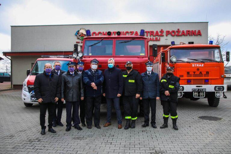 Przekazanie wozu strażackiego dla Gminy Nowa Brzeźnica
