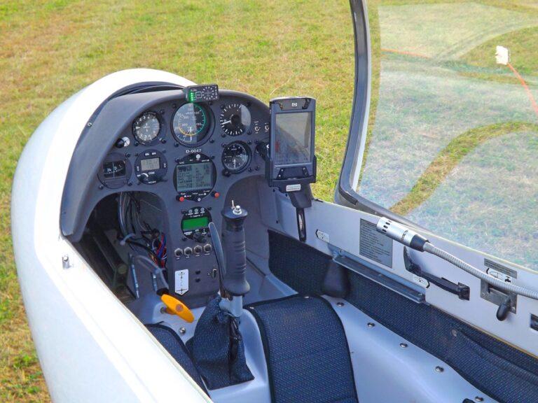 Awaryjne lądowanie samolotu w Tuchaniu