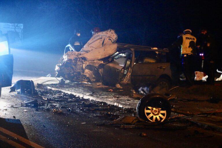 Śmiertelny wypadek w Makowiskach. Nie żyje 32-letni kierowca Renault