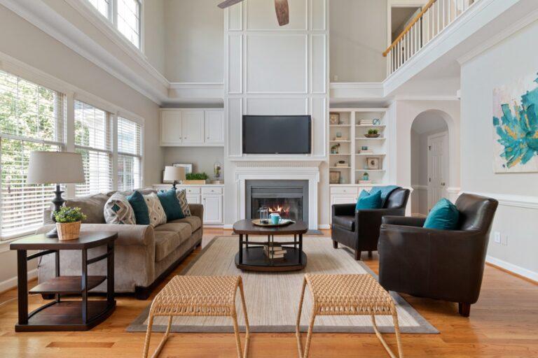 Jak urządzić nowoczesne mieszkanie z dużym salonem?