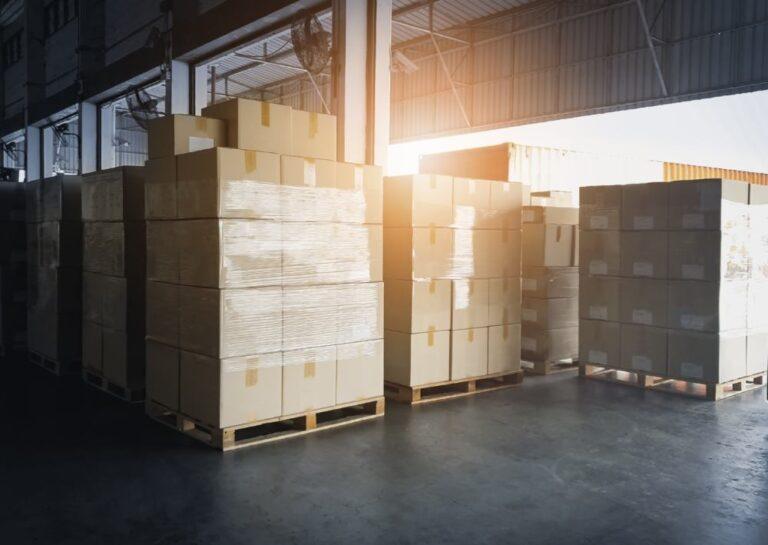 Wysyłka palety – jak nadać przesyłkę gabarytową?