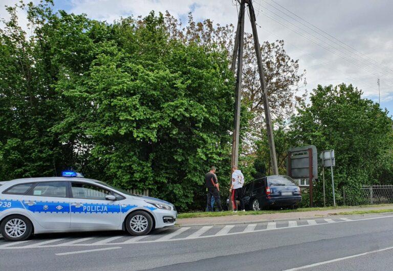 Kolizja w Trębaczewie. Opel wjechał w ogrodzenie