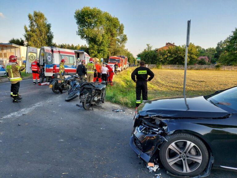 Wypadek motocyklistów i Mercedesa