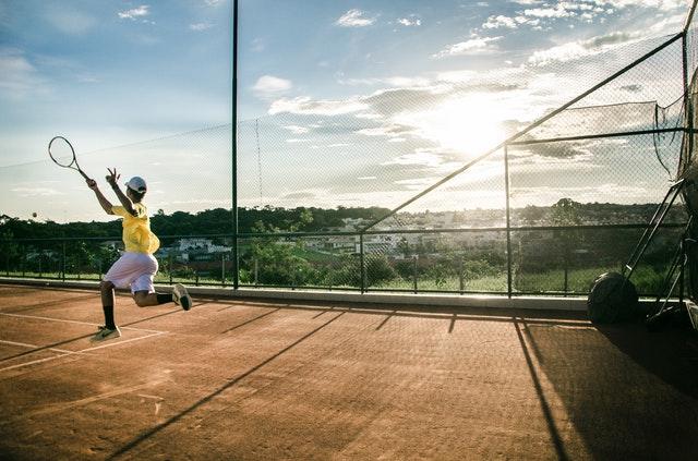 Jakie ćwiczenia na łokieć tenisisty warto robić?